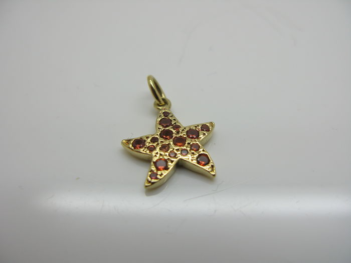 Dodo by pomellato kt yellow gold starfish pendant with
