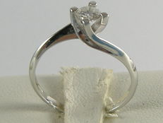 Ring in 18 kt white gold with 0.40 ct diamond