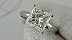 3.01 ct    princess diamond ring made of 14 kt white gold - size 6.5