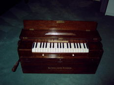 Sealable authentic French air organ Le Guide Chant Kasriel