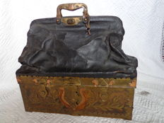 A rare briefcase bag in leather, mounted with brass and copper - probably France - late 19th / early 20th century