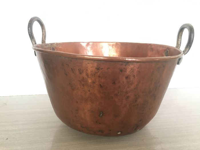 Old pot - Hammered copper