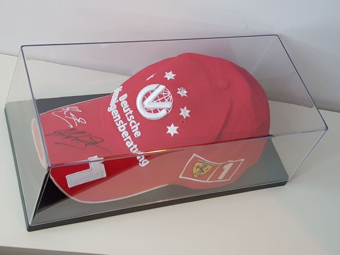 Michael Schumacher - Originel Farrari Cap  - hand signed in new displaycase + COA