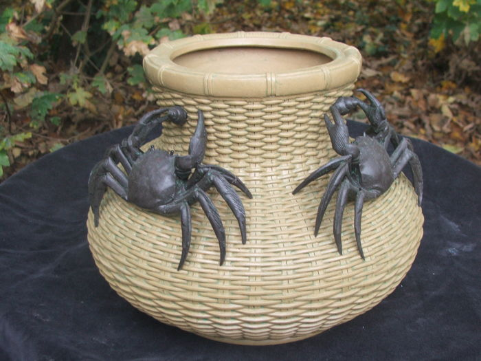 Earthenware pot with two crabs - China - 2nd half 20th century