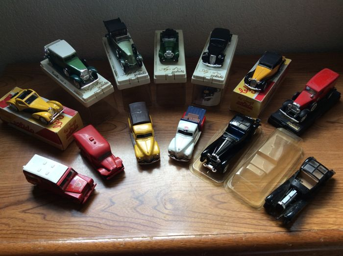 Solido - Scale 1/43 - Lot of 13 cars: Citroen, CAdillac, Renault, Jaguar, Bugatti, Delahaye, Land Rover & Dodge