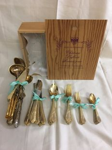 50-piece 8 person gold-plated cutlery set, including cutlery plus poultry scissors in vintage wooden box