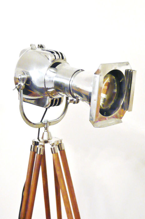 Morgan McLeod (Aircraft and Spot Light Designer)  - 1950's Strand Electric Vintage Theatre Studio Film Spot Light With Wooden Tripod - Piantana