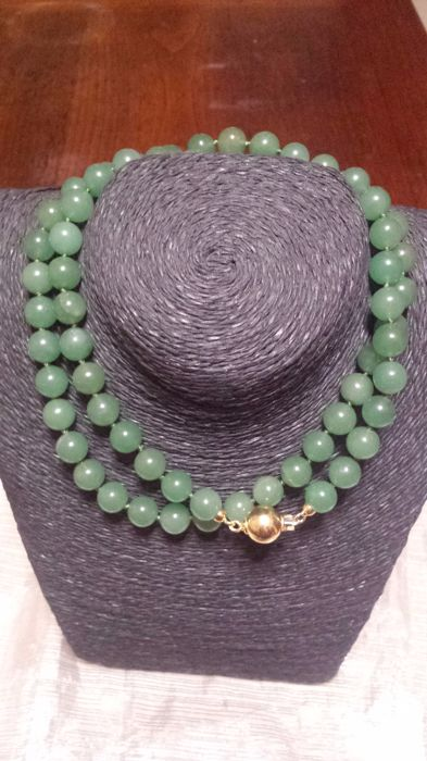 Green jade necklace, weight: 95 g