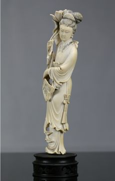 Large ivory of the immortal He Xiangu - China - early 20th century