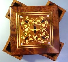 Carved and polished box made of mahogany wood and with inclusions of mother-of-pearl Original opening