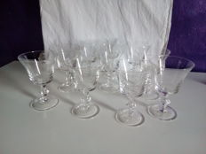 10 fine crystal glasses with star decorations