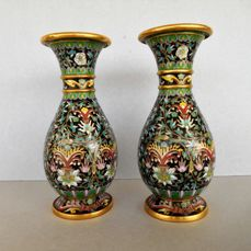 A pair of  multicolored cloisonne vases. - China - circa 1980