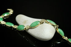 18 kt gold bracelet  with green jade, no reserve price