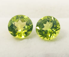 Peridot pair  – 3,82 ct  total, no reserve price