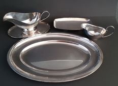 A lot with silver-plate trays and gravy-boats