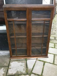 """Elegant old finish hanging display cabinet by """"Sundries Ltd"""" - England - Enfield - ca. 1930"""