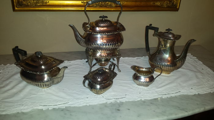 A George V five-piece silver tea set - William Hutton & Sons Ltd - Sheffield - 1913