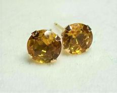 14 kt earrings with 2 ct citrines, diameter: approx. 0.7 cm.