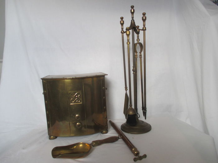 Antique, brass/copper fireplace attributes - Netherlands - first and second half 20th century.