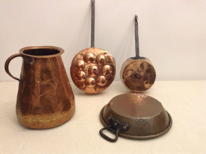 Beautiful lot with copper - 'poffertjes' griddle - pan - large jug and tinned dish