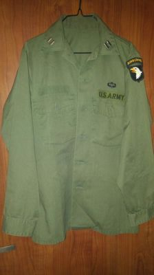 Amazing U.S. Army AIRBORNE Paratrooper Shirt, CAPTAIN - Togheter selling a beautiful Karambit Kinfe from U.S. Marines Corps