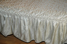Vintage bedspread shiny satin cottage green with valance