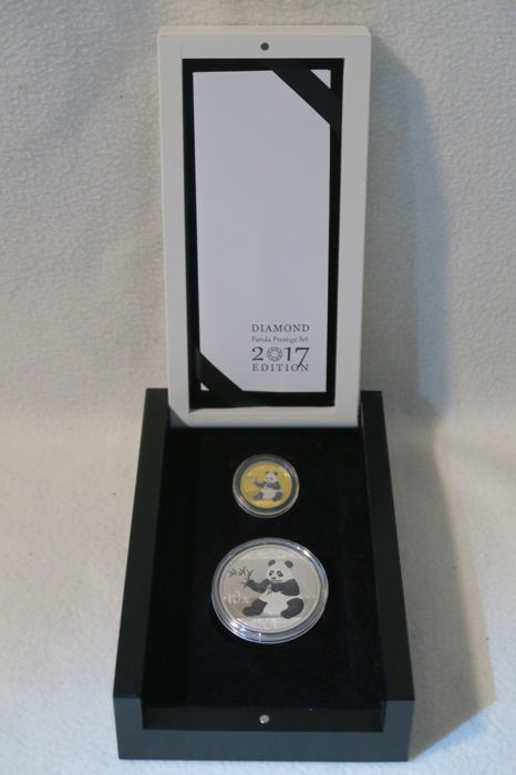 China - 10 + 100 Yuan 2017 'Diamond Panda Prestige Set' silver and gold