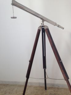 Marine telescope of 1 meter with wooden tripod