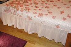 Vintage bedspread satin pink with roses and valance