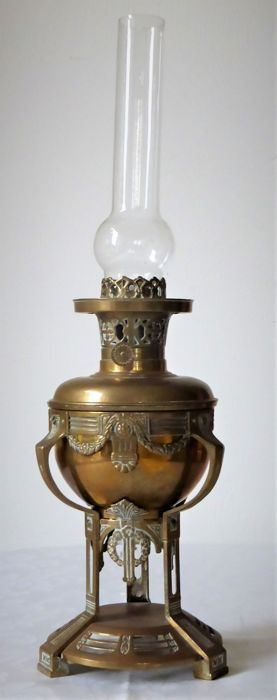 Stylish bronze art nouveau oil lamp