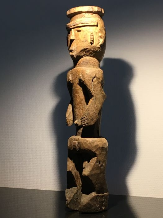 expressive female shrine figure - LOBI - Burkina Faso / Ivory Coast