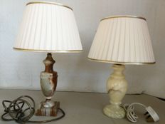 A pair of table lamps in marble and onyx, with fabric shades - England, first half of the 20th century