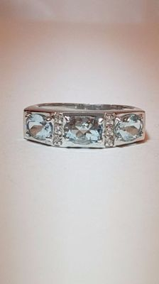 18 kt gold. Ring with aquamarine. Size: 19.