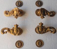 Two pairs of handles in chiselled brass years 1950s/60s - decorative handles with coat of arms and rosettes