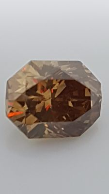 1.07 ct - Radiant cut - Brown - VS1