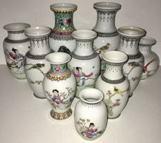 Lot of 10 Chinese vases with Chinese character marks - China - Late 20th century