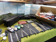 Scalextrix - Scale 1/32 - Model racetrack with 4 Porsches and many track pieces