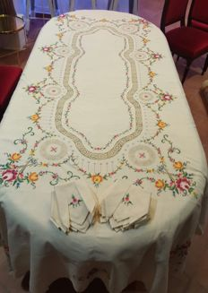 Antique XL tablecloth made by hand in cross stitch embroidery, fray, hemstitching and crochet - 12 napkins - 250 x 170 cm