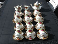 Royal Albert, Old Country Rose - 12 Cups and Saucers - 3-piece Sugar and Cream Set - Coffee Pot