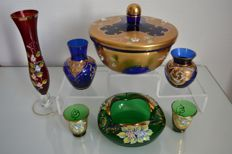 Venice Murano crystal - 1 large blue sweet box - 2 vases - 1 single-flower vase - 2 glasses - 1 ashtray or trinket bowl - with floral decoration and gold, around 1950, Italy