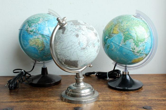 Lot with three small travel globes, Italy & India