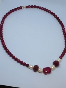 Ruby necklace -- natural pearls and 18 kt gold clasp -- length:  56 cm