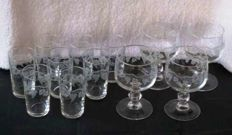 12 Crystal glasses with engraved grapes