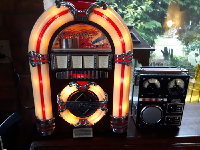 Spirit of St Louis retro Juke box FM-AM radio/ tape recorder + Spirit of St Louis Field Transistor