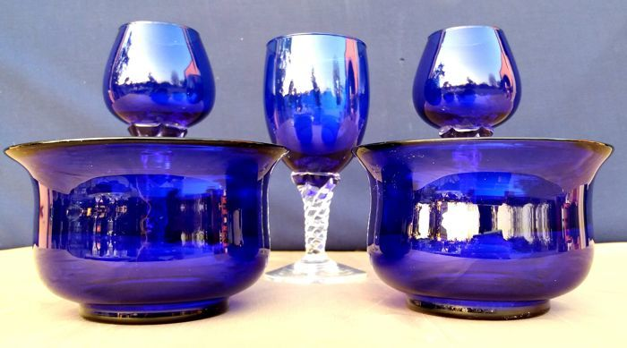 Mixed set of 5 cobalt blue chiselled and cut crystal glasses - France - c. 1930