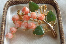Yellow gold, gold plated vintage tulip brooch with angel skin coral and leaves made of jade