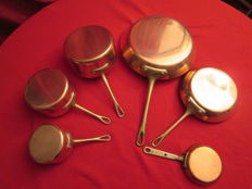Lot of 3 red copper saucepans, the inside is coated with alloy, very little used, made in France, professional quality and 3 yellow copper saucepans