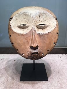 Rare large ancient initiation mask carved in Wood - LEGA - Former Belgian Congo