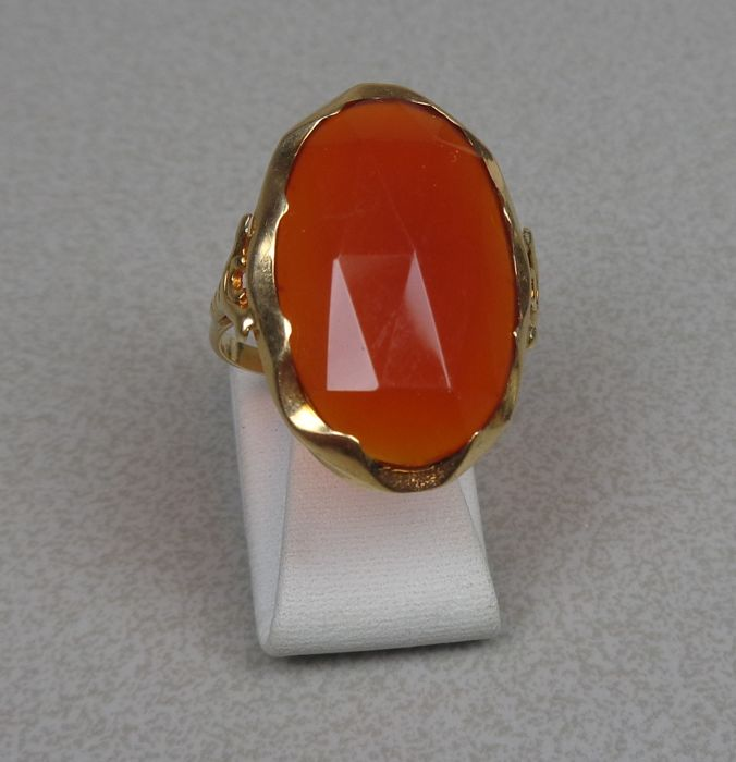 14 kt gold ring with carnelian