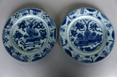 2 pieces plates painted blue and white with typical patterns and motifs from the Kangxi period. China Kanagxi period 18th century